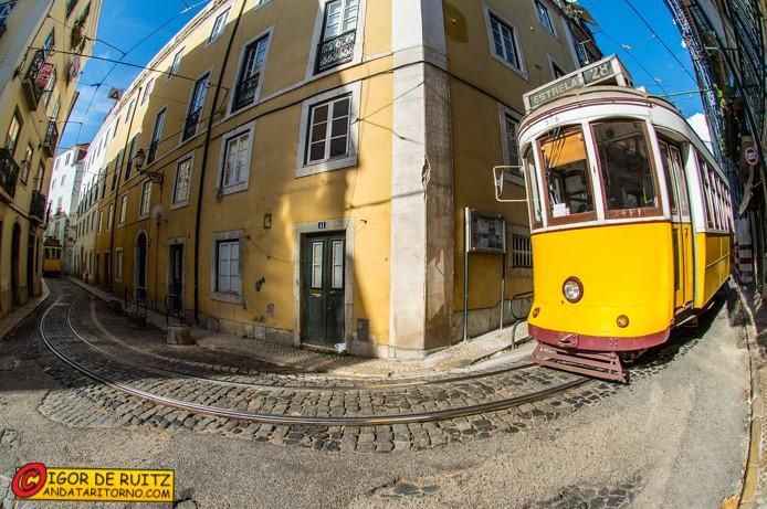 Il tram 28 a Lisbona
