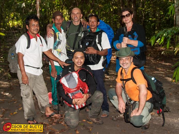 Le nostre guide e portatori nella giungla del Borneo