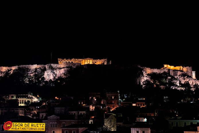 Atene by night