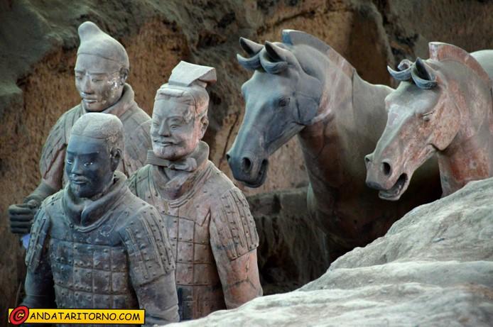 Soldati e cavalli di terracotta
