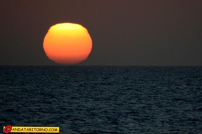 Il sole si tuffa nell'Oceano Atlantico