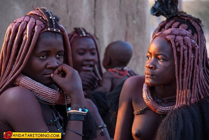 Villaggio Himba nei dintorni di Opuwo in Namibia